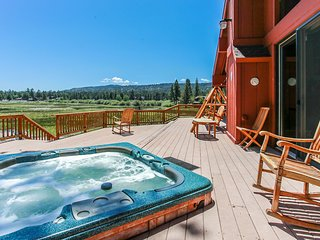 Lakeside Memories Spacious 4 BR w/ Hot Tub / Games