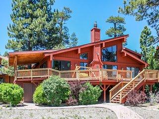 Lakeside Memories Ultra Spacious Lake House w/ Hot Tub / Pool Table / Dock