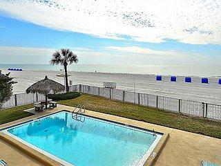 Emerald Isle 103 Directly Beach Front/Remodeled/Tasteful decor/Huge balcony!