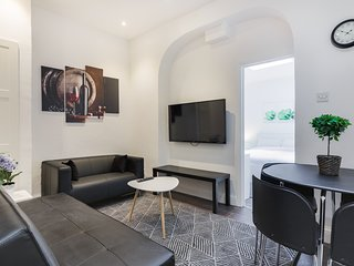 Modern 2 Bedroom Apartment in Central London by Tube Station near Hyde Park