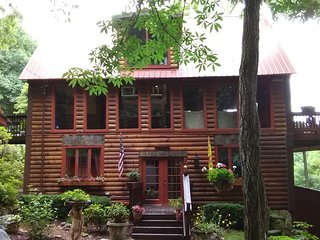 AWESOME SECLUDED CABIN HAS AMAZING MTN. VIEWS ON 22 ACRES NEAR BOONE N.C.