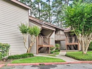 Golf Resort Condo on Lake Conroe w/ Amenities