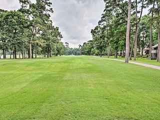 Lake Conroe Condo - Experience Walden Golf Club!
