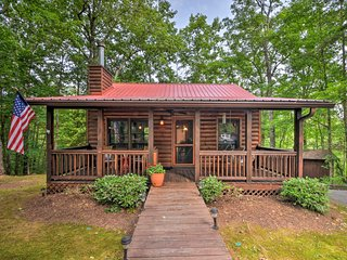 NEW! Blue Ridge Cabin w/Private Hot Tub & Fire Pit