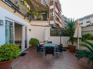 Sunny 3 Bed Apt in heart of Barcelona