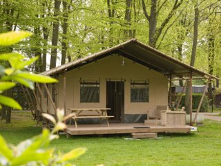 Luxurioses Woodlodge Safarizelt fur 6 Personen