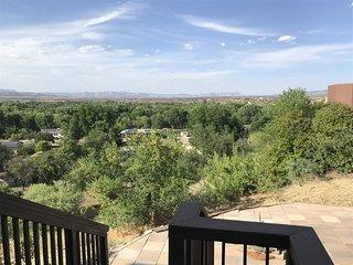 Great Views! Unique Cottonwood Home!