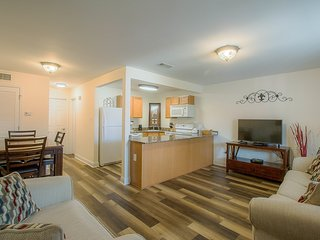 Sunny Condo near Beach w/ WiFi, Parking & Complex Pool Access