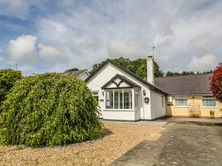 STEPPING STONES, excellent base for touring, close to the beach, in Llanbedrog