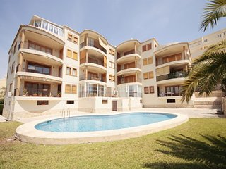 3 bedroom Apartment with Pool, Air Con and Walk to Beach & Shops - 5806793