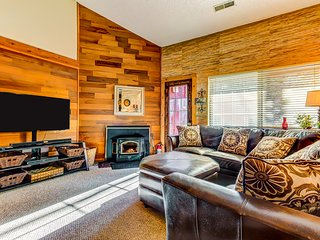Spacious lodging near slopes with a steaming shared hot tub & sauna!