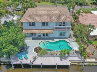 Beautiful 5 bdrm/3.5 bath Waterfront home w/pool!