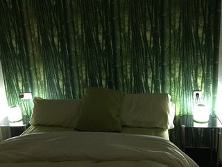 BAMBOU ROOM with Asian style décore and a balcony