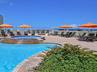 Panoramic Island View! Beautiful 1 BR condo in beachfront resort. Pet Friendly!