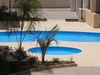 Paphos Two bedroom apartment with pool and WiFi close to amenities