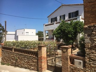 3 bedroom Villa with Pool, WiFi and Walk to Beach & Shops - 5341382