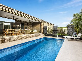 Holiday Shacks - Serenity on Seaview - Boutique retreat with pool by the beach H
