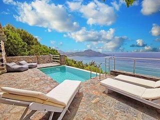 Pyrgos4 Luxury villa,Incredible sea view,Private pool