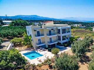 SwallowsA, Modern, Near the beach and Amenities, Private pool, Great views