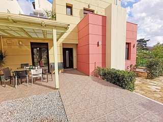 Four bedrooms,Quiet,Near tavern & cafes