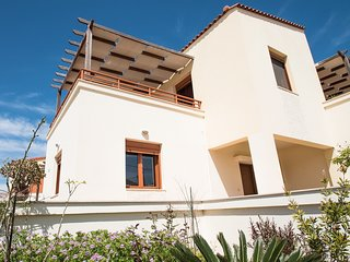 3 bedroom house, 100m from the beach