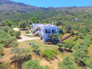 Isolated 4 guests rural house in big plot near Venetian village & taverns