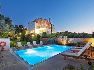 5 bedroom villa,2km from Beach&Rethymno