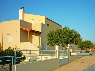 Yannis1 Private pool, Sea View, Next to amenities