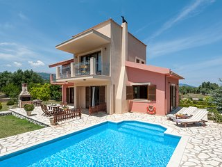 3 bedroom Villa with Pool and WiFi - 5806553