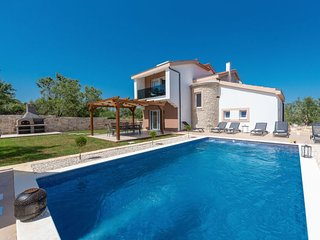 3 bedroom Villa with Air Con, WiFi and Walk to Beach & Shops - 5806541