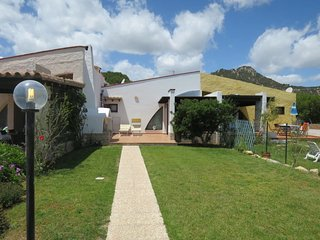 3 bedroom Villa with Air Con, WiFi and Walk to Beach & Shops - 5646635