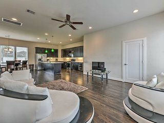 Central Houston Townhouse - 1 Mi to Downtown!
