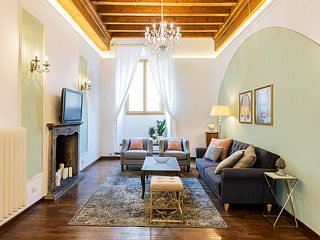NEW - A Florence Palace - 4 bedroom apartment, AC