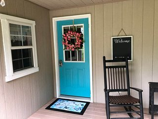 The Blue Door Cottage with Free Continental Breakfast