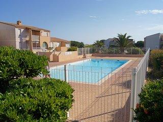 Cosy T2 avec terrasse, piscine, près port, Ile des Loisirs, plages, casino, golf