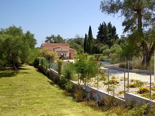 Fabulous Villa X 6 - 8 in a green surrounding on Corfu island