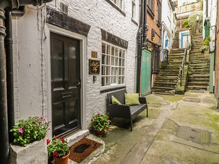 BLACK GEM COTTAGE, pet-friendly, WiFi, close to amenities, character cottage in