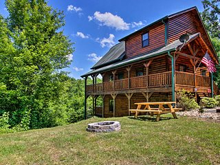 NEW! Cabin w/Hot Tub, Fire Pit - 6 Mi to Dollywood