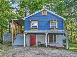 Cozy Candler Cottage - 11 Mi to DT Asheville!