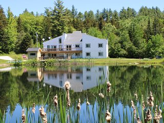 Stratton Okemo Bromley, Gorgeous 9 Br House with Private Lake,  Sleeps 24