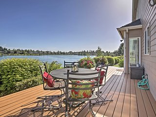 NEW! Lakefront Keizer Home - Minutes to Vineyards!