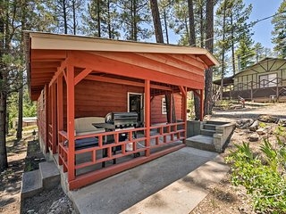Secluded Ruidoso Cabin w/ Grill & Fireplace!