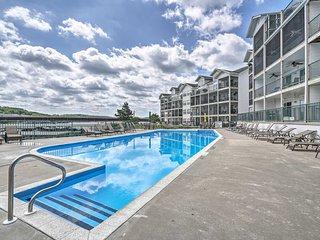 Lakefront Camdenton Condo w/Deck, Shared Pool