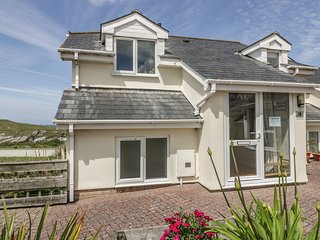 6 THE WATERMARK, WiFi, off-road parking, in Porth