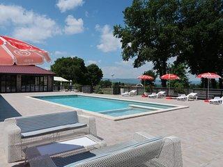 Krsan Holiday Home Sleeps 6 with Pool Air Con and Free WiFi - 5640948