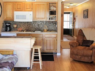 Canyon Creek Condo #128 - Cozy Cabins Real Estate, LLC.