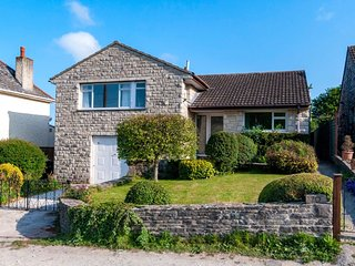 75483 House situated in Corfe Castle