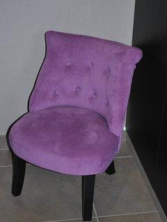 Petit fauteuil d'angle.