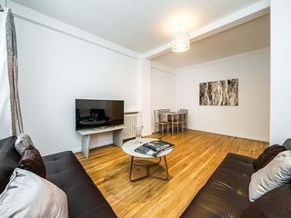 NEW 3BD West Kensington Flat Close to City