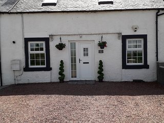STABLES COTTAGE By Mauchline -Dog Friendly Cottage with Great Character Sleeps 6